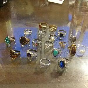 Huge Lot of 19 rings all Like New stones